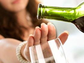 El tratamiento del alcoholismo de los tacos gratis