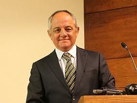 Dr. Andrés Vera Peralta