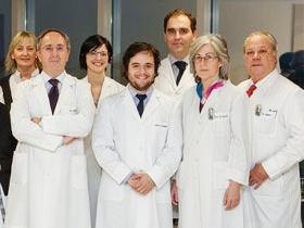 Flgo. Carlos Guajardo Vergara (al centro) junto a equipo investigador
