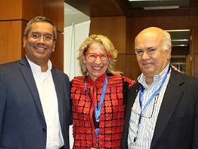Dres. Carlos Astudillo, Lori Blauwet y Rolando González